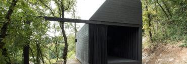 La Cappella del Silenzio, esempio di Botticino Classico in architettura contemporanea